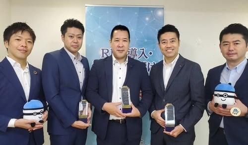受賞の記念写真